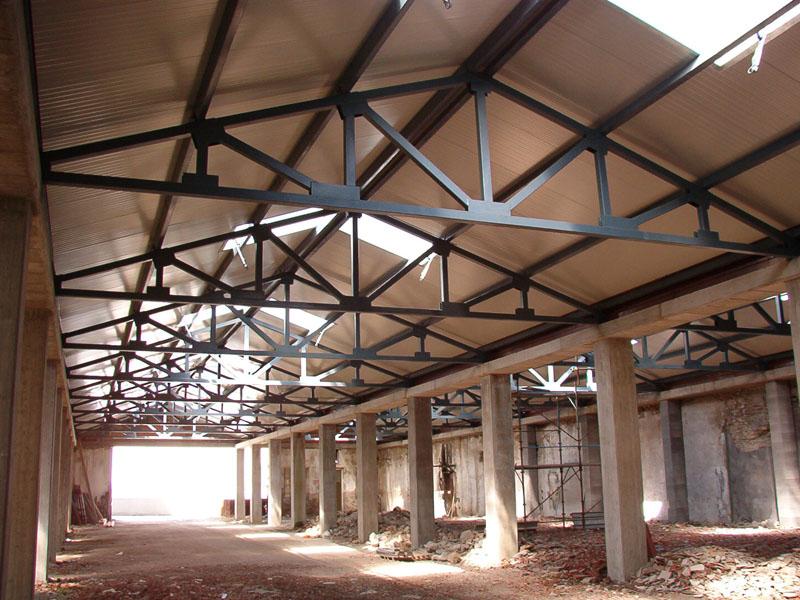 Officine santi guido carpenteria metallica progettazione lavorazione e montaggio strutture in for Capriate in ferro
